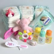 barco de pañales y regalos para el bebe