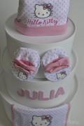 tarta de pañales Hello Kitty personalizada con el nombre del bebé