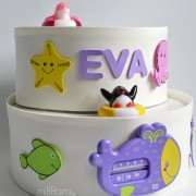 pastel de pañales con regalos para el bebe