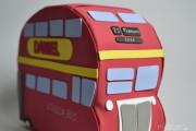 Tartas de pañales autobús Londres con regalitos para recién nacido