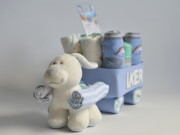 Figura de pañales con forma de carrito lleno de detalles para el recién nacido