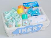 cesta de nacimiento con pañales
